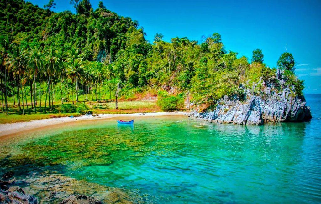 "Jantang Lhong Bay Pasie ""Aceh Hidden Beach"""
